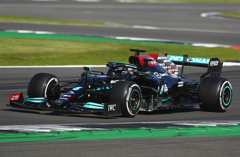 "Lewis Hamilton pokonał Charlesa Leclerca na swoim ""domowym"" torze / Michael Regan / Staff /Getty Images"