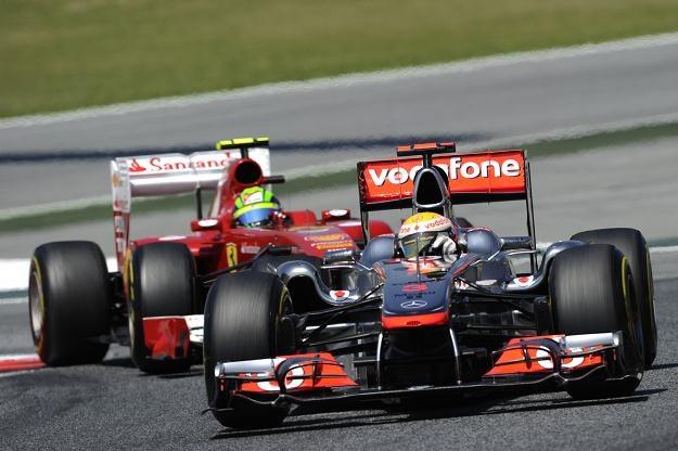 Lewis Hamilton (z przodu) i Felipe Massa /AFP