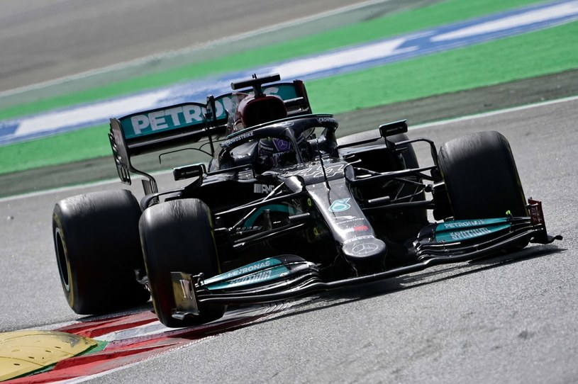 Lewis Hamilton /JAVIER SORIANO /PAP/EPA