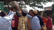 Lewitujący Kamień z Shivapur: 90 kilogramów jednym palcem