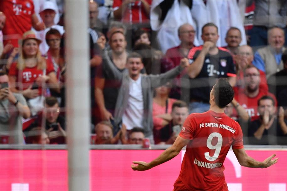 """""""Lewy"""" wyrównał przed tygodniem rekordowe osiągnięcie Pierre-Emericka Aubameyanga - strzelał bramki w ośmiu pierwszych meczach sezonu Bundesligi /Philipp Guelland /PAP/EPA"""