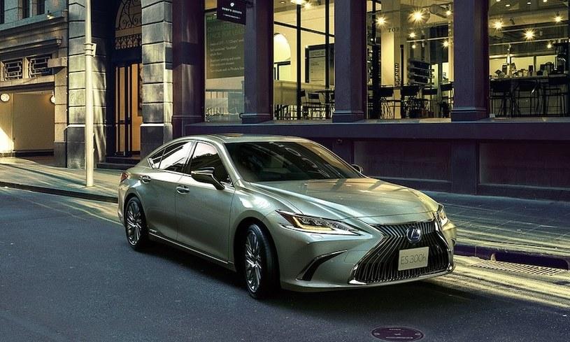 Lexus ES /