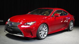 Lexus idzie na rekord