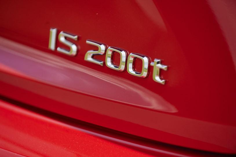 Lexus IS 200t /