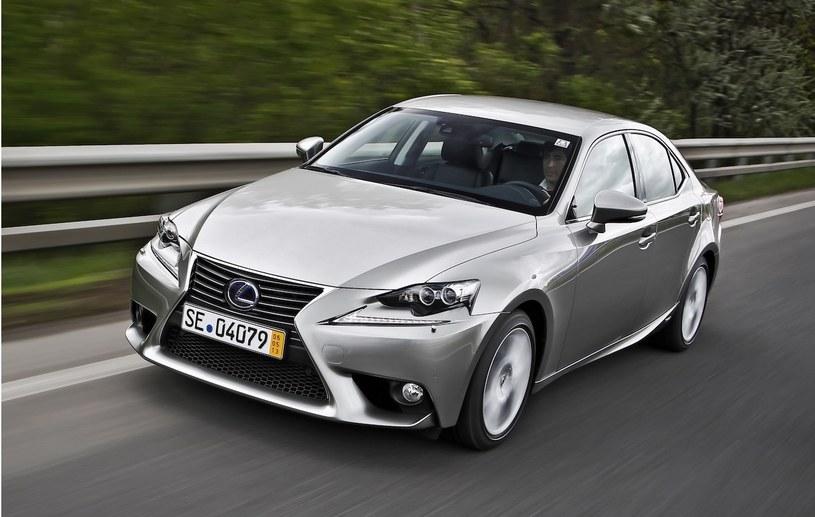 Lexus IS 300h /