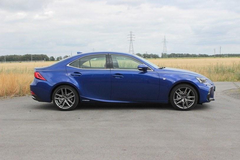 Lexus ISh /
