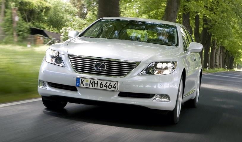 Lexus LS 600h /