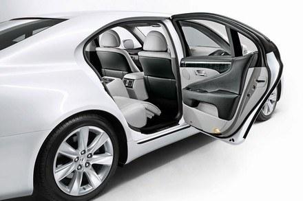 Lexus LS600h /