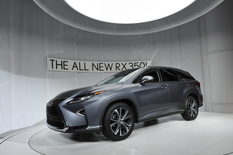 Lexus RX L na salonie w Los Angeles /Getty Images