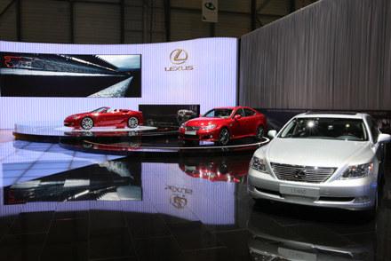 Lexusy na salonie w Genewie /
