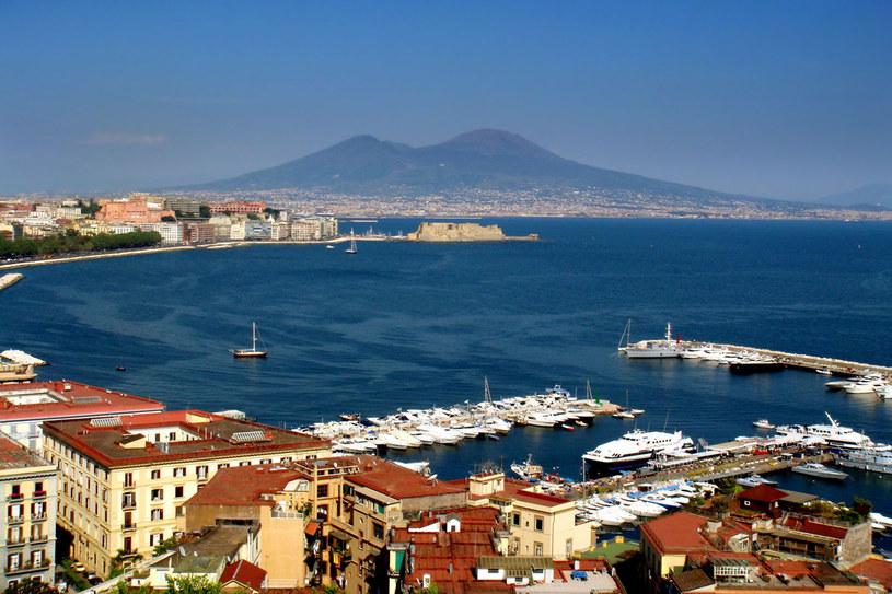 Leżący u stóp Wezuwiusza Neapol to miasto, które budzi skrajne uczucia – po tygodniu chce się stąd uciec, po miesiącu się je kocha /123RF/PICSEL