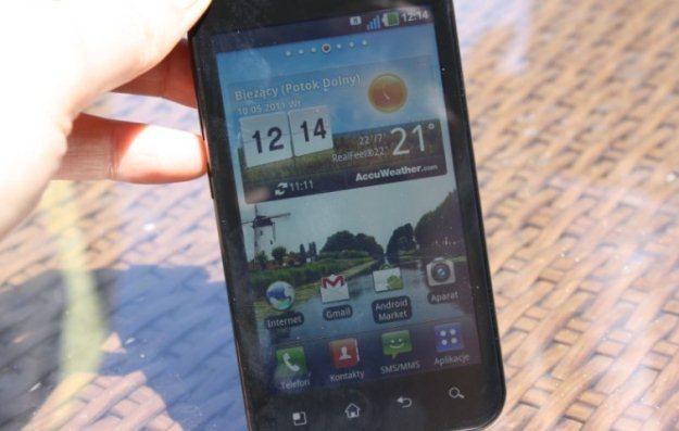 LG Swift Black (P970) na warszawskiej prezentacji - promienie słoneczne mu niegroźne /INTERIA.PL