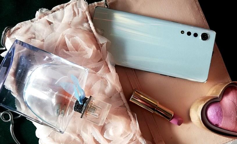 LG Velvet to smartfon, który ułatwia funkcjonowanie w social mediach /materiały promocyjne