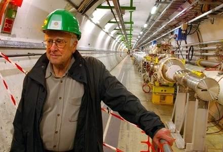 LHC znajduje się w specjalnym kolistym tunelu, 100 metrów pod ziemią /AFP