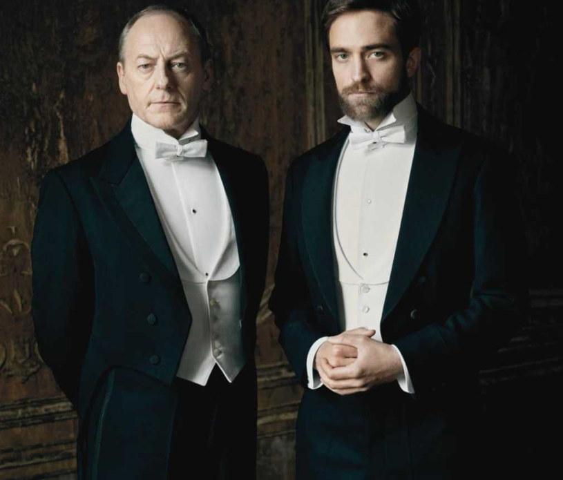 """Liam Cunningham i Robert Pattinson na planie """"Dzieciństwa wodza"""" /materiały prasowe"""