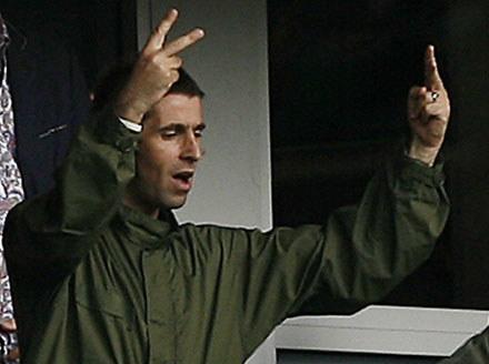 """Liam Gallagher """"pozdrawia"""" brata /arch. AFP"""