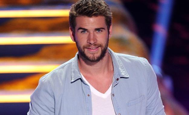 Liam Hemsworth podbija serca kobiecej części widowni /AFP
