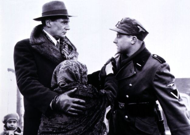 Liam Neeson w roli Oskara Schindlera w filmie Lista Schindlera /Agencja FORUM