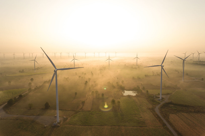 Liberalizacja zasady 10H odblokuje budowę wiatraków na lądzie. /123RF/PICSEL