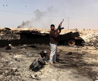 Libia: Zbombardowano siły Kadafiego wokół Misraty