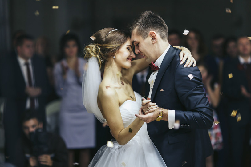 Liczba gości weselnych nie może przekroczyć 150 osób /123RF/PICSEL