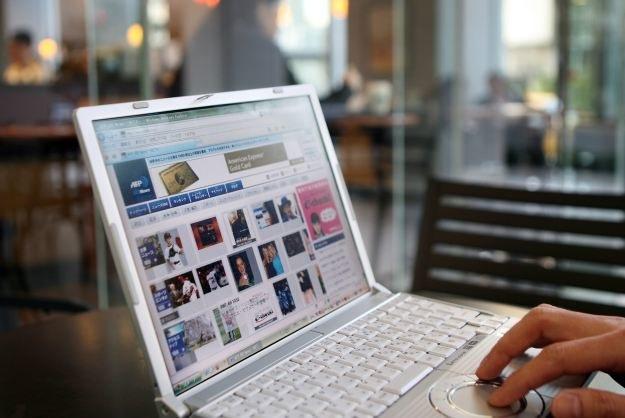 Liczba internautów na świecie zbliża się do 3 mld i ciągle rośnie. /AFP