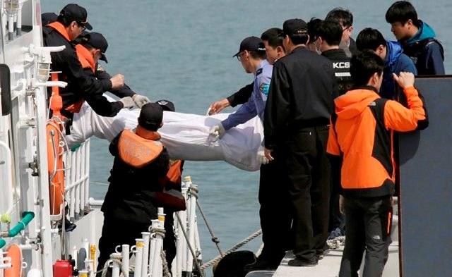 Liczba ofiar śmiertelnych katastrofy promu wzrosła do 46 /KIMIMASA MAYAMA /PAP/EPA