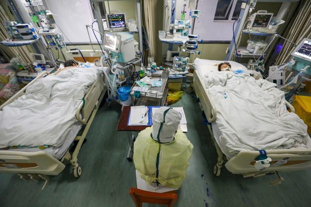 Liczba ofiar śmiertelnych koronawirusa w całych Chinach w ciągu ostatnich 24 godzin wzrosła do 722 /YUAN ZHENG /PAP/EPA