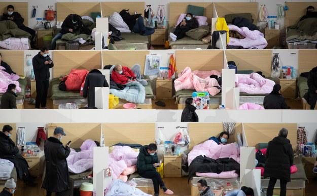 Liczba ofiar śmiertelnych koronawirusa w Chinach przekroczyła 2 tys. /STRINGER /PAP/EPA