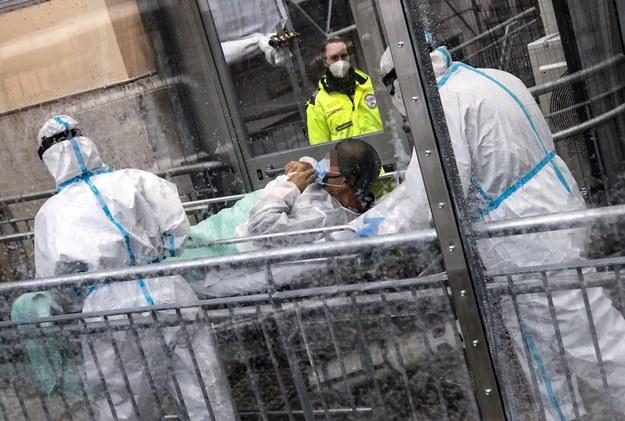 Liczba ofiar śmiertelnych pandemii koronawirusa przekroczyła 1,5 miliona