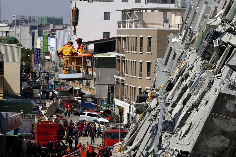Liczba ofiar śmiertelnych piątkowego trzęsienia ziemi na Tajwanie wzrosła do co najmniej 35 /EPA/RITCHIE B. TONGO /PAP/EPA