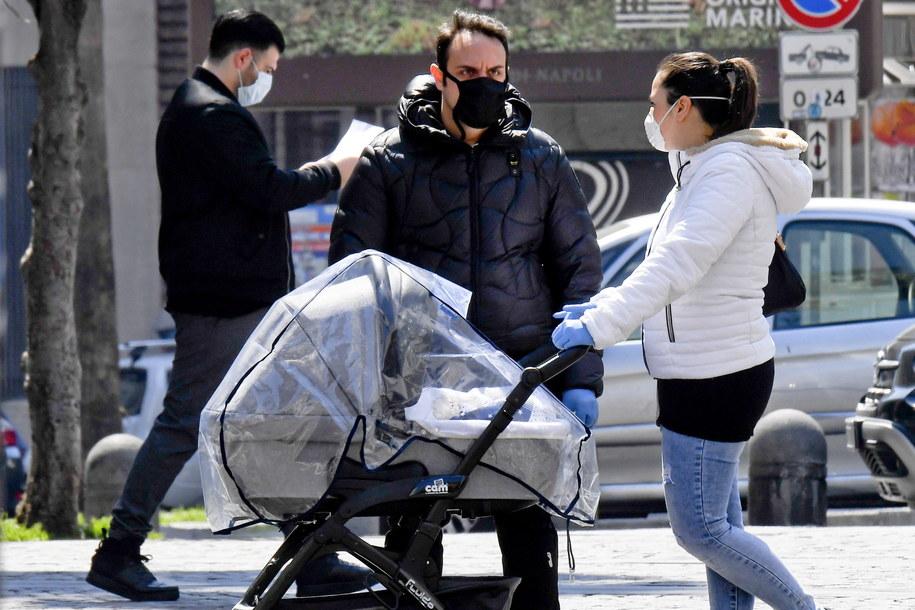 Liczba potwierdzonych przypadków koronawirusa w kraju od początku epidemii wynosi ponad 143 tysiące /CIRO FUSCO /PAP/EPA