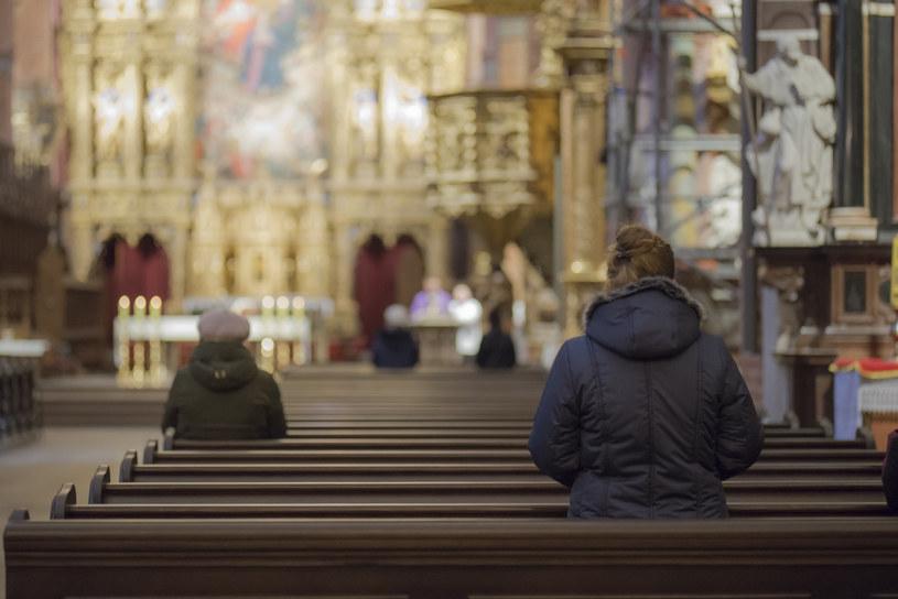 Liczba wiernych w kościele jest uzależniona od powierzchni budynku; zdj. ilustracyjne /Krzysztof Mania/KFP /Reporter