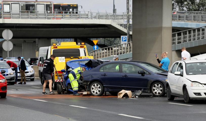 Liczba wypadków spada od lat, ale wciąż ginie w nich dużo ludzi. To nie tylko sprawa prędkości, ale również braku bezpiecznych dróg czy starych, często powypadkowych samochodów / Jakub Kamiński    /East News