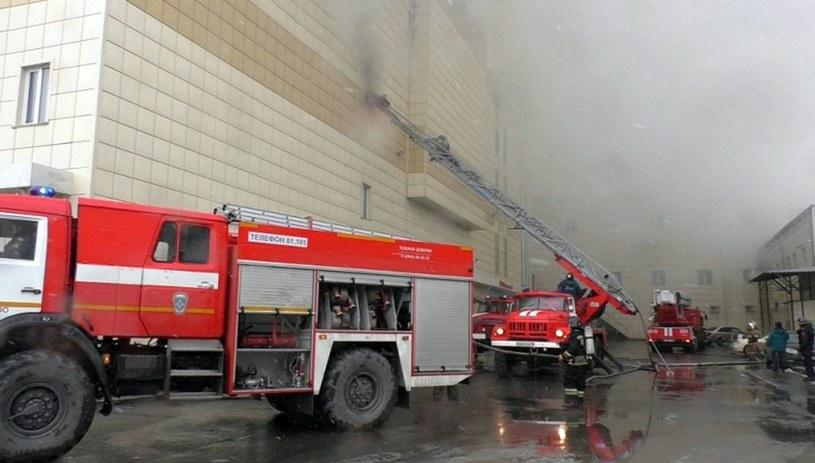Liczba zabitych w pożarze w Kemerowie wzrosła do 55 /Handout /PAP/EPA