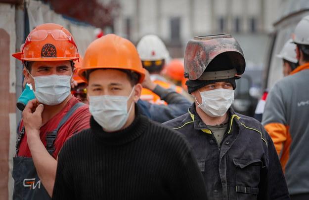 Liczba zakażeń koronawirusem w Rosji przekroczyła ćwierć miliona /YURI KOCHETKOV /PAP/EPA