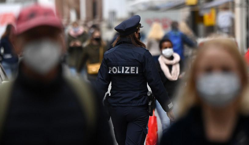 Liczba zakażeń w Niemczech budzi niepokój /CHRISTOF STACHE / AFP /AFP