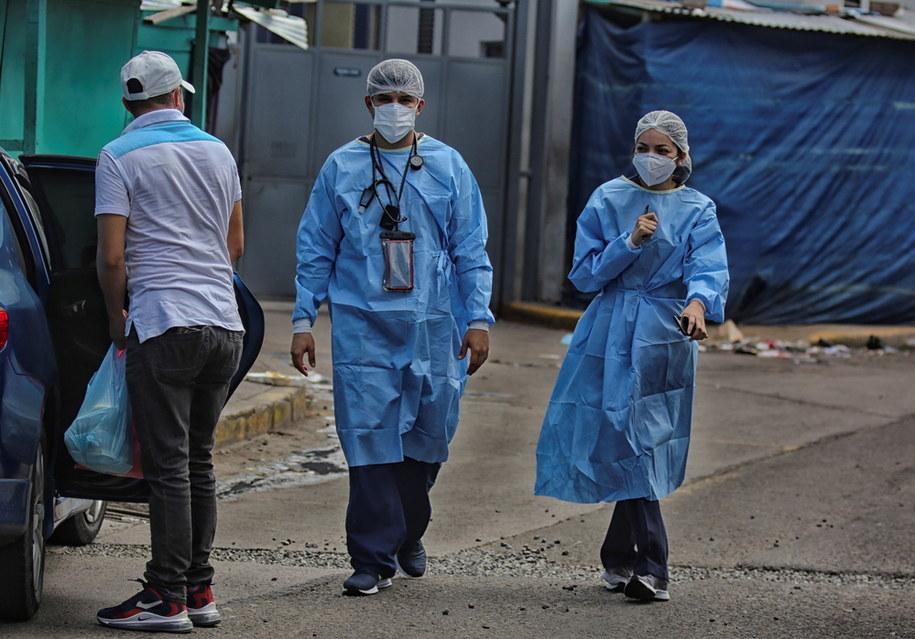 Liczba zgonów związanych z Covid-19 podwoiła się w ciągu nieco ponad 2 miesięcy /GUSTAVO AMADOR /PAP/EPA