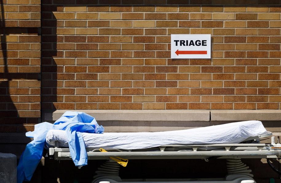 Liczba zmarłych jak dotąd z powodu koronawirusa w samym Nowym Jorku to co najmniej 3202 osoby /JUSTIN LANE /PAP/EPA