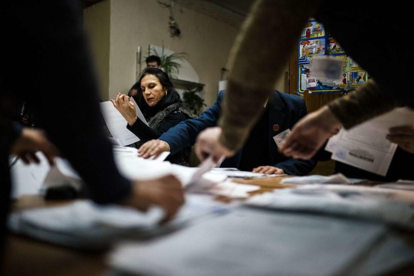 Liczenie głosów w Doniecku /AFP