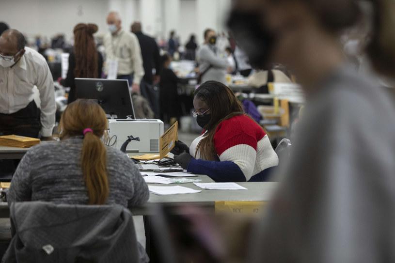 Liczenie głosów w wyborach prezydenckich w USA /Elaine Cromie /Getty Images