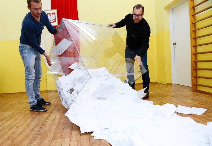 Liczenie głosów /Adam Staśkiewicz /East News