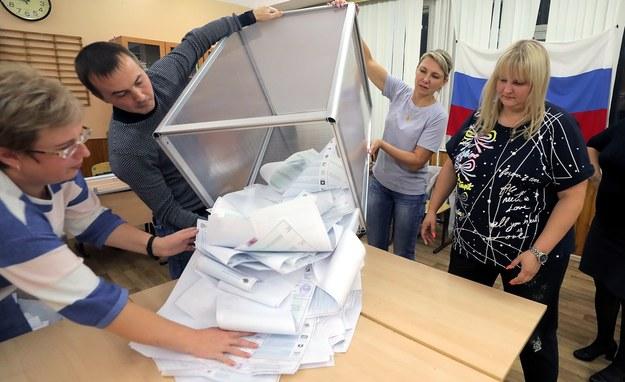 Liczenie głosów /MAXIM SHIPENKOV    /PAP/EPA