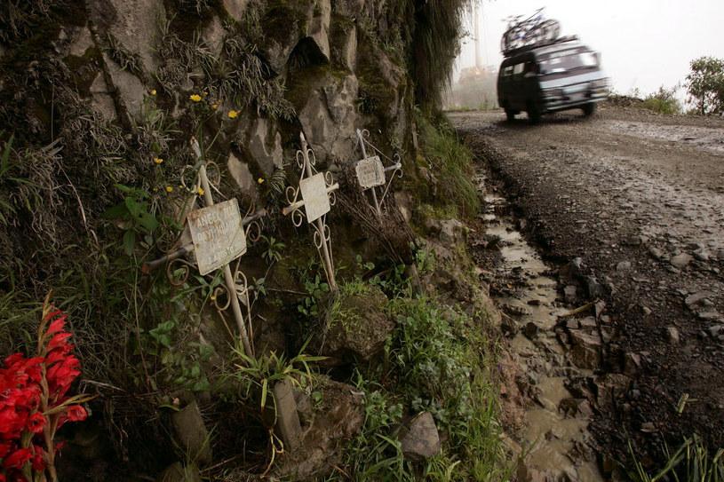 Liczne krzyże w pobliżu drogi Youngas w Boliwii nikogo już nie dziwią / Spencer Platt / Staff /Getty Images