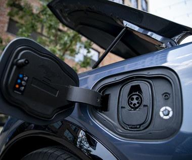 Licznik elektromobilności. Polacy wolą hybrydy niż auta elektryczne