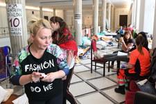 """""""Liczyliśmy na zrozumienie"""". Protestujący w Sejmie rozczarowani słowami abpa Hosera"""