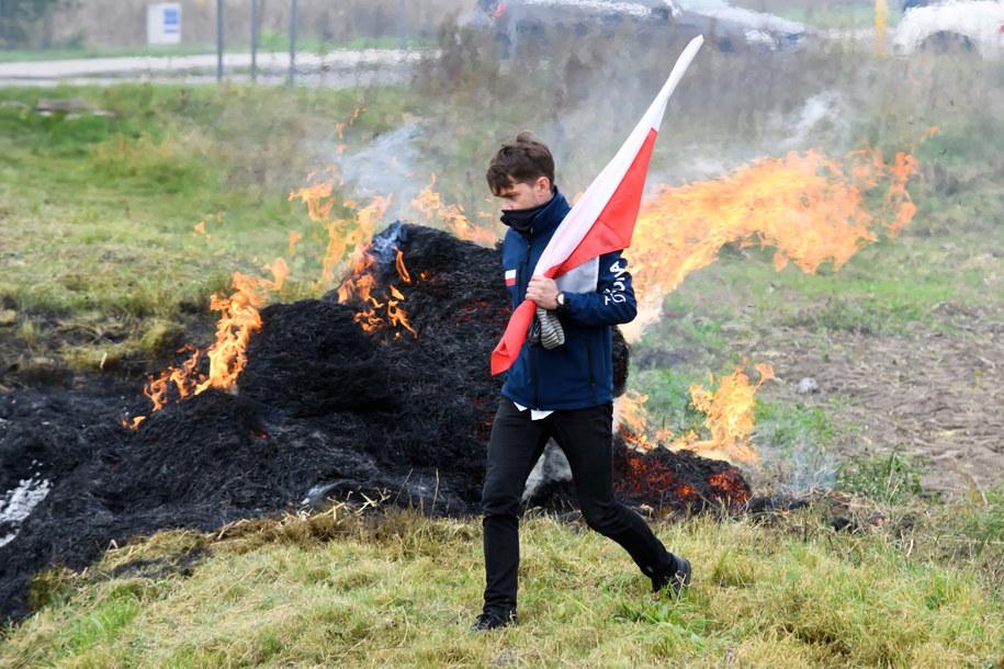 Lider Argounii Michał Kołodziejczak podczas blokady drogi krajowej nr 11 /Jakub Kaczmarczyk /PAP
