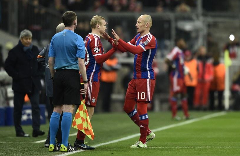 Lider Bayernu Monachium Arjen Robben (z prawej) nie jest gotów do gry /AFP