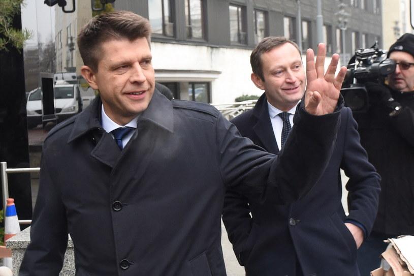 Lider Nowoczesnej Ryszard Petru (L) i członek zarządu partii Nowoczesna Paweł Rabiej (P) /Radek Pietruszka /PAP