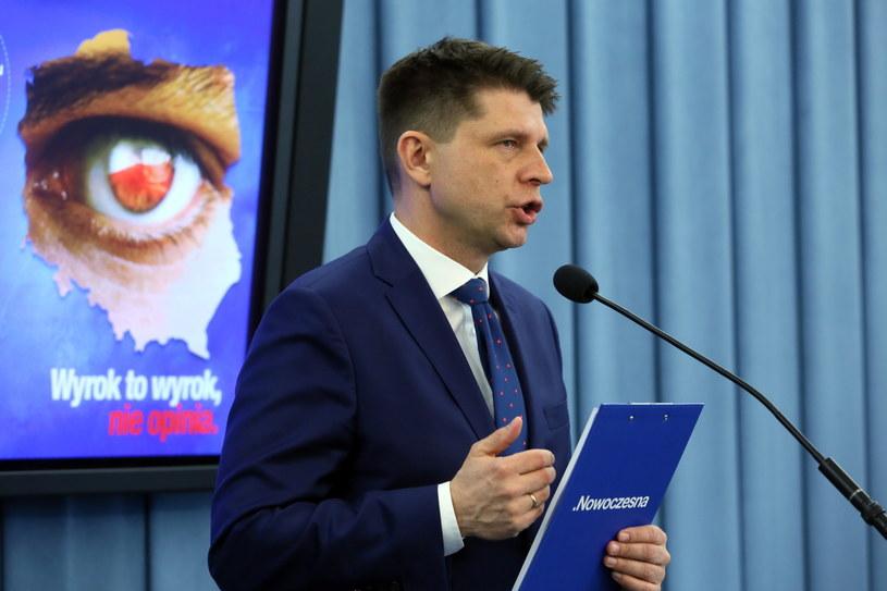 Lider Nowoczesnej Ryszard Petru podczas konferencji prasowej dot. publikacji wyroku Trybunału Konstytucyjnego /Tomasz Gzell /PAP